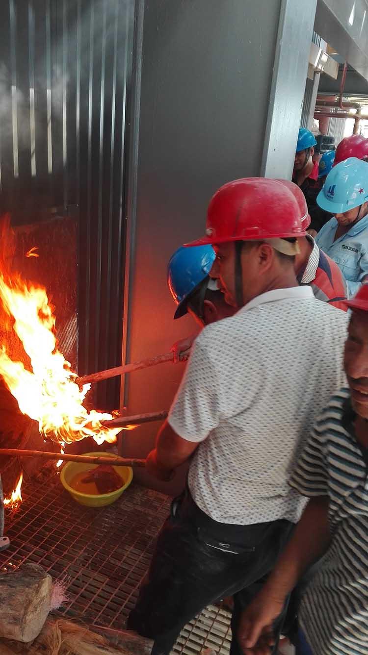 320吨余热锅炉烘炉点火现场